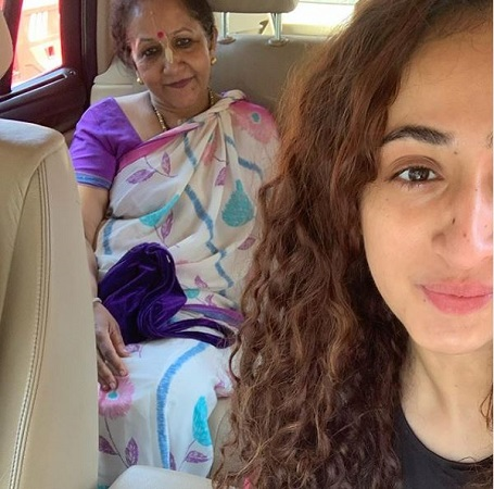 Ruchikaa Kapoor With Her Mother