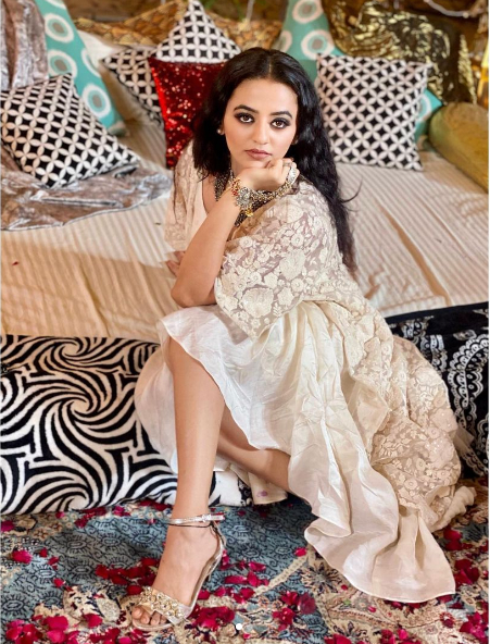 Helly Shah (1)