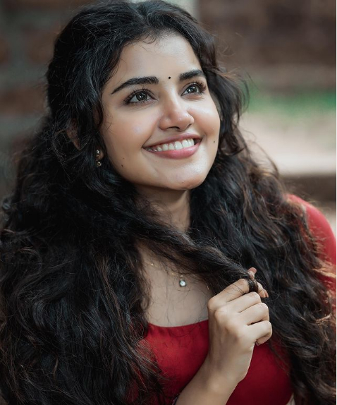 anupama parameswaran height in feet