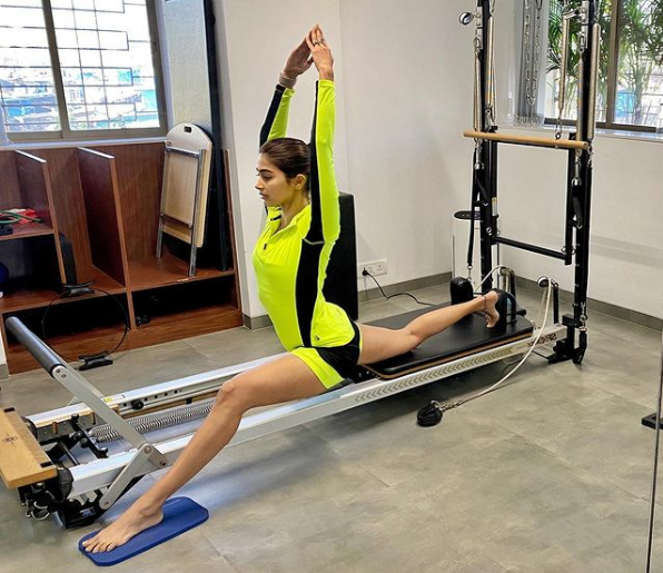 pooja hegde latest hd pics in gym